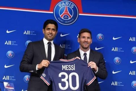 فريق باريس سان جيرمان يتعاقد مع ميسي